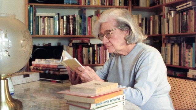 Rueda de prensa de Ana María Matute en la Biblioteca Nacional