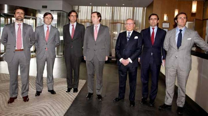 Ruiz-Mateos acompañado de seis de sus hijos en una foto de archivo
