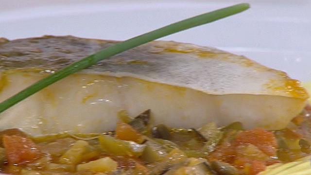 Saber cocinar bacalao en salsa de pimientos y berenjena for Cocinar cocochas de bacalao