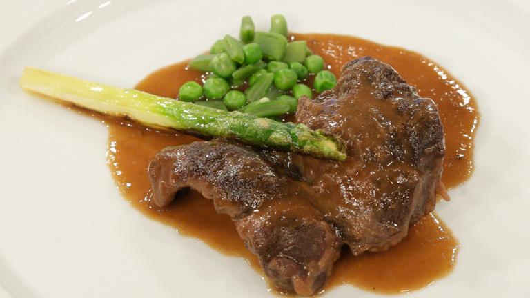C mo preparar carrilleras de cerdo con salsa al vino tinto for Como cocinar manos de cerdo