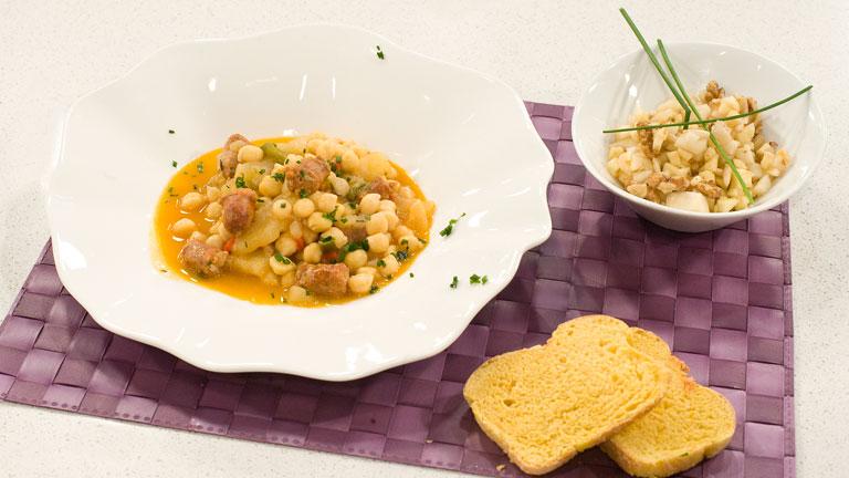 Receta de garbanzos con longaniza y patatas for Cocinar garbanzos