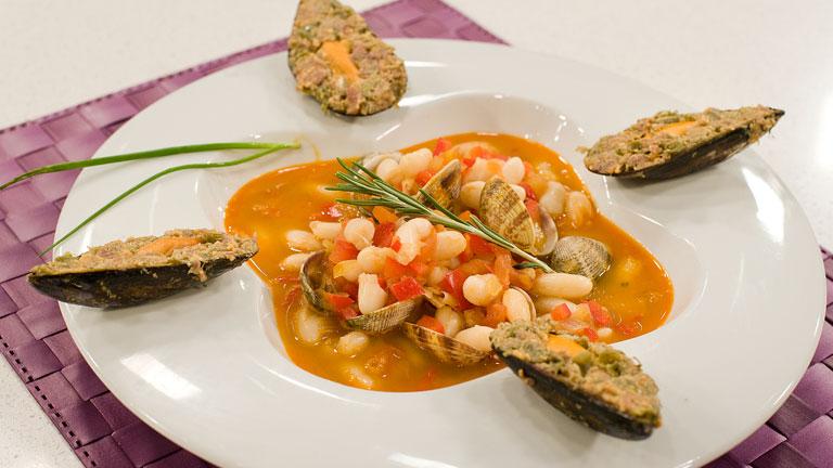 Receta de guiso de jud as blancas con marisco for Cocinar judias negras