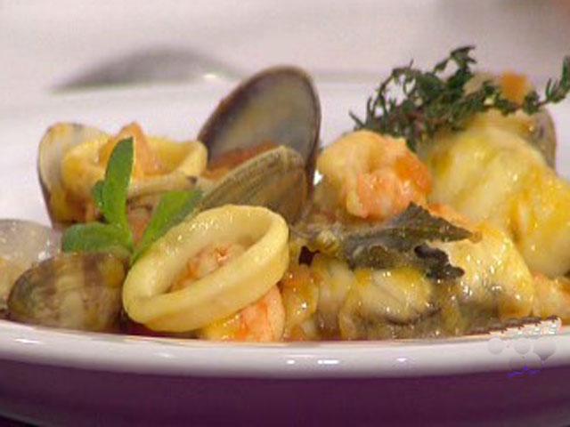 Guiso de jud as blancas con zarzuela de marisco 10 02 11 for Cocinar judias blancas