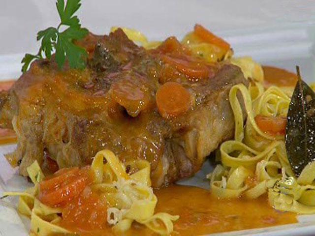 Ossobuco estofado con pasta al ajillo 16 03 11 for Cocinar noodles