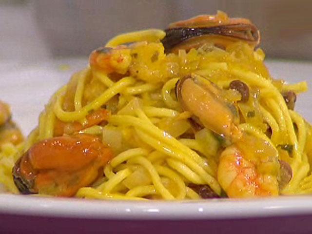 Pasta con langostinos y mejillones 26 11 10 for Cocinar noodles