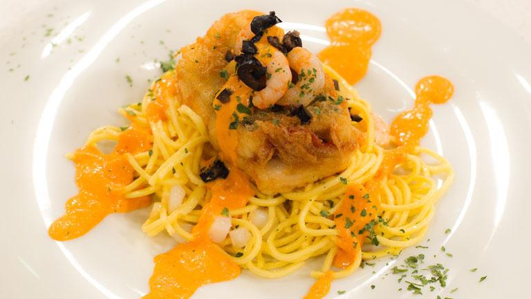 Receta de pescadilla rellena con ensalada de pasta fresca - Ensalada fresca de pasta ...