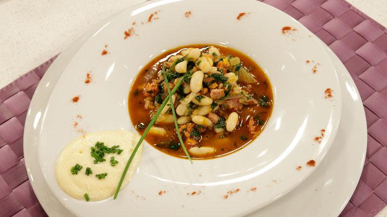 Receta de potaje de jud as blancas lac n y espinacas for Cocinar judias blancas
