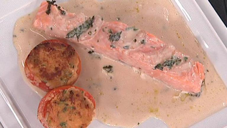 Saber cocinar salm n a la crema de ajo con tomates for Cocinar salmon