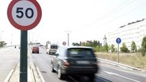 Ir al VideoSacarse el carné de conducir en España cuesta una media de 834 euros con 20 clases prácticas