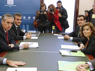 Sáenz de Santamaría y Jáuregui inician el traspaso de poderes