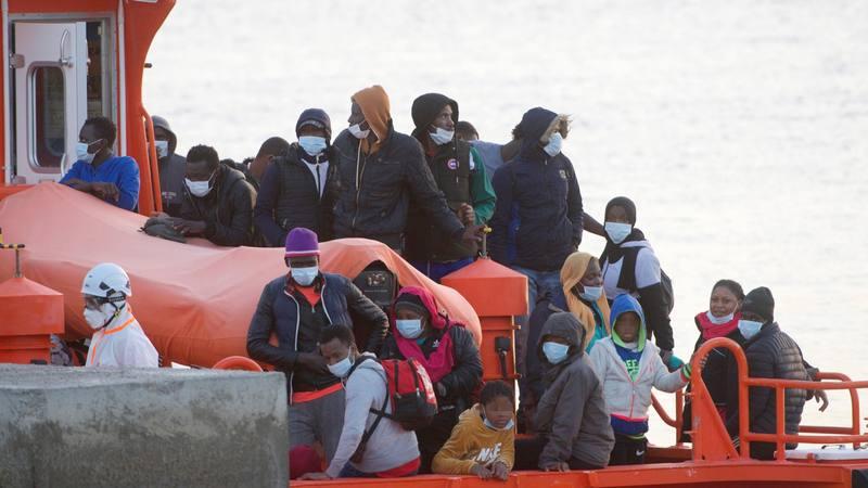 La Salvamar Mizar, de Salvamento Marítimo, llega a Puerto del Rosario tras rescatar a los 42 ocupantes de una lancha neumática que navegaba en aguas al sur de Gran Tarajal