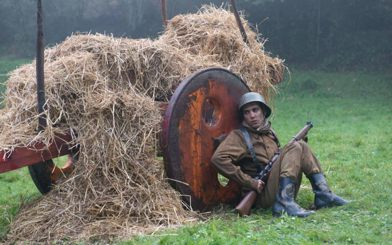 Samuel Viyuela en una escena de 'El pozo'