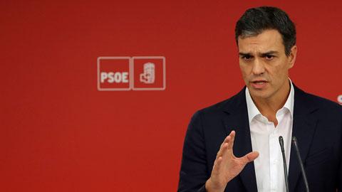 Resultado de imagen de Sánchez apoya activar el 155 y pacta con Rajoy abrir la reforma constitucional en seis meses