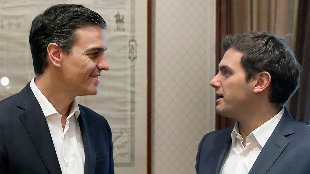 Sánchez y Rivera pactan trabajar en una reforma de la Constitución