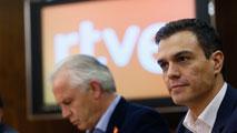 Sánchez se compromete ante los sindicatos de RTVE a recuperar la elección por consenso del presidente de la Corporación