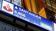 Ir al VideoEl Santander amplía capital por un máximo de 7.500 millones de euros y reduce su dividendo