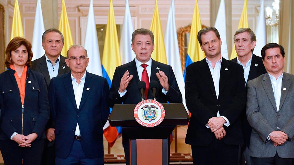 Santos reconoce la derrota y asegura que seguirá buscando la paz con las FARC
