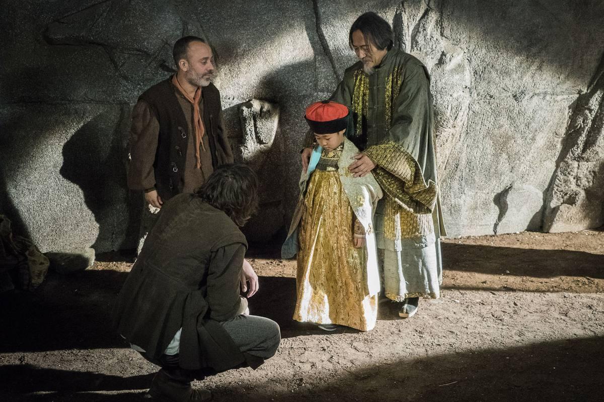 Sátur y Gonzalo, con el maestro chino y el niño al que acogieron los Montalvo