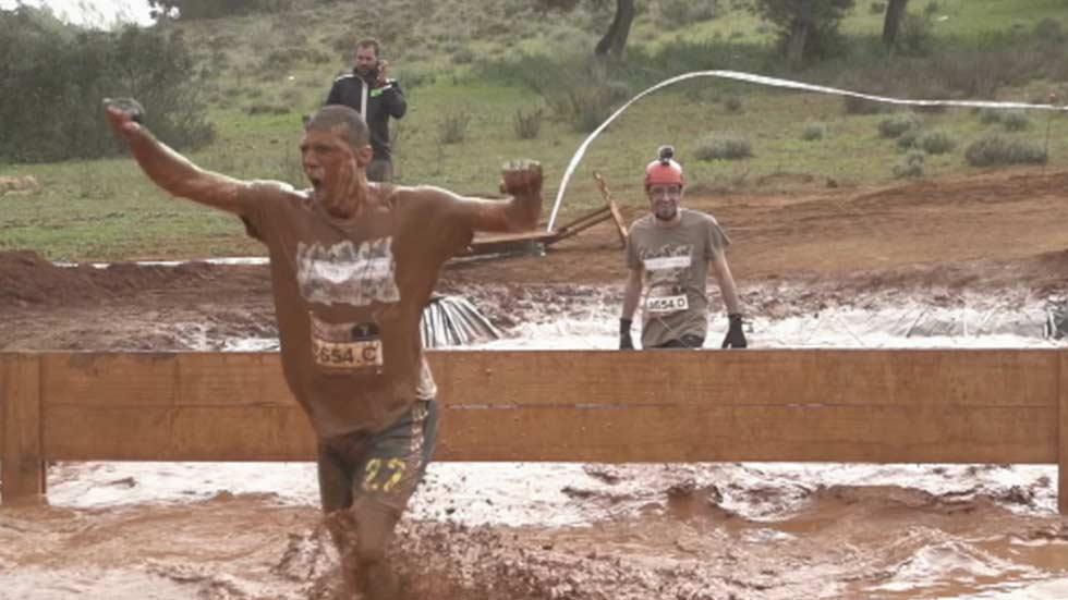 Se celebra en la base militar de El Goloso 'The Mud Day', la carrera de obstáculos más importante del mundo