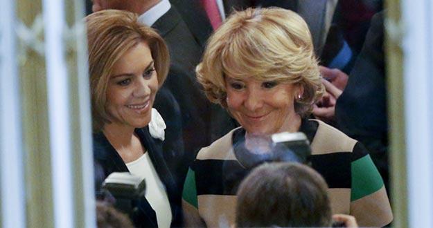 La secretaria general del PP, María Dolores de Cospedal, junto a la presidenta del PP de Madrid, Esperanza Aguirre, en el Foro ABC en el Casino de Madrid.
