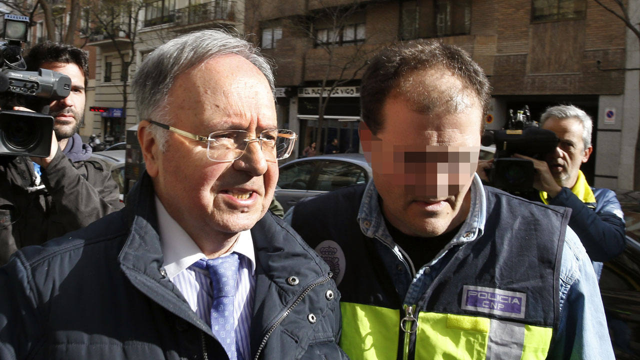 El secretario general de Manos Limpias, Miguel Bernard, tras ser detenido