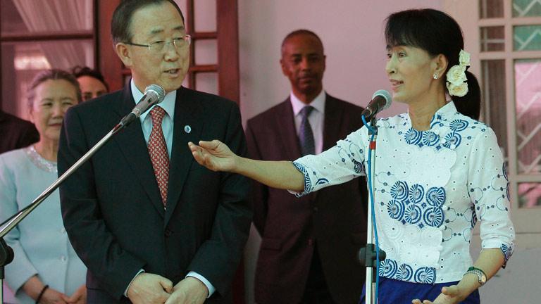 El secretario general de la ONU visita a la opositora birmana Aung San Suu Kyi