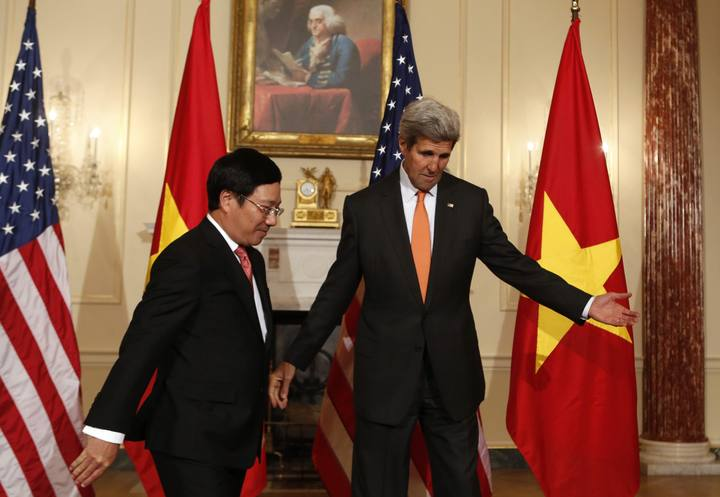 U.S. Secretary of State Kerry welcomes Vietnamese Deputy Prime Minister and Foreign Minister Minh before a working lunch at the State Department in Washington