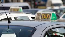 Ir al VideoEl sector del taxi, en contra de Uber, aplicación de vehículos compartidos entre particulares