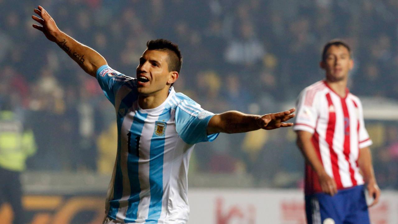 Segio Agüero celebra un gol ante Paraguay en la Copa América
