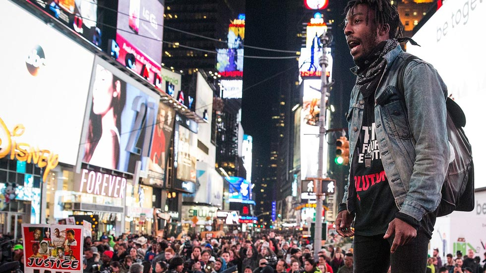 Las protestas por la absolución del policía que mató a un joven en Ferguson se extienden por EE.UU.