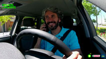 Seis de cada 10 conductores se distraen al manipular elementos en el coche