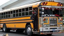 Ir al VideoSeis conductores de autobús mueren en El Salvador a manos de las Maras por no secundar su huelga