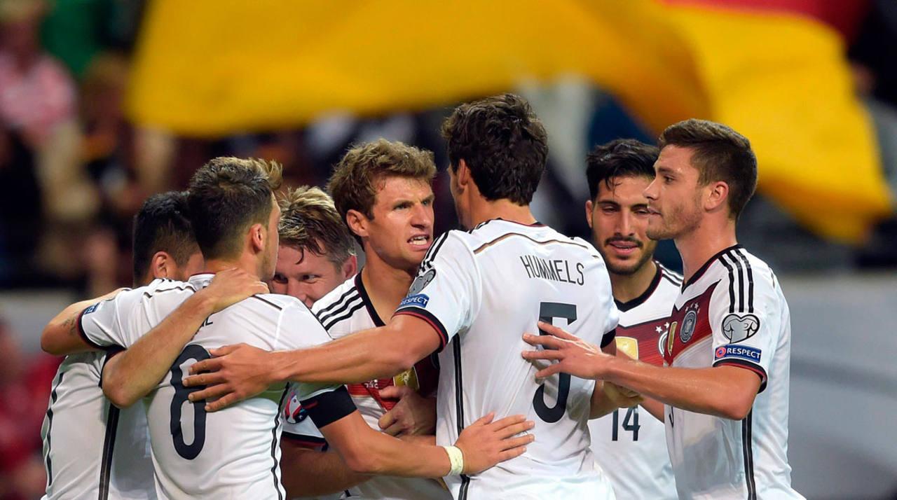 La selección alemana celebra su victoria ante Polonia