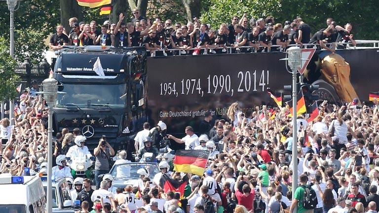 La selección alemana llega a Berlín para la gran celebración