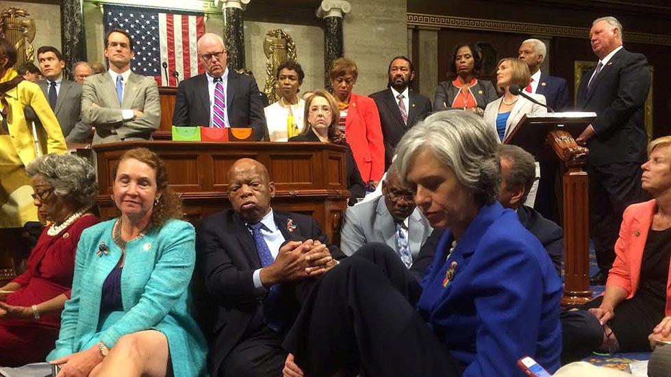 Los demócratas improvisan una sentada en el Congreso de EEUU para pedir mayor control de armas