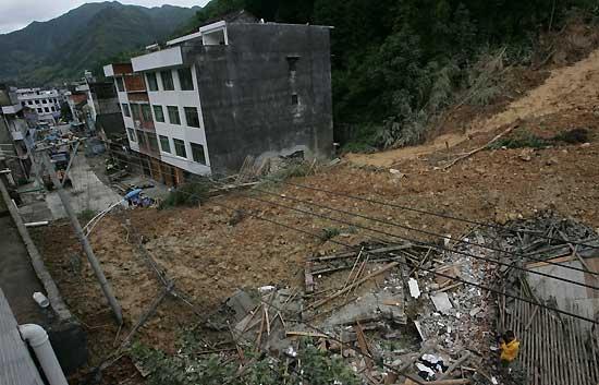Los sepultados en Taiwán viven