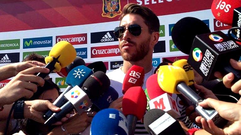 Sergio Ramos abandona la concentración por lesión y le sustituye Marc Bartra