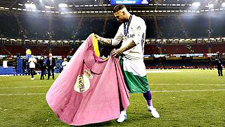 Sergio Ramos no se separó de la orejona hasta llegar a Madrid