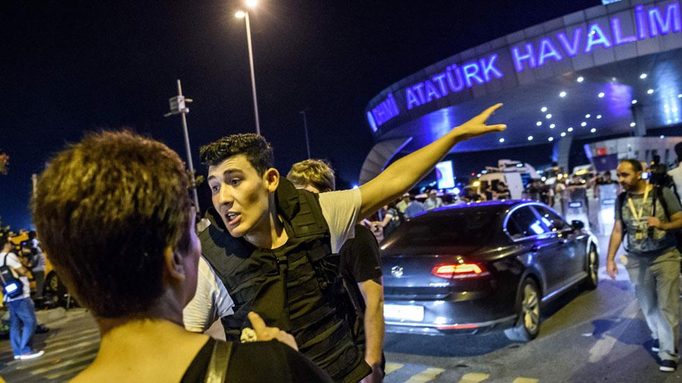 """Sergio, testigo del atentado en el aeropuerto de Estambul: """"Escuchamos una explosición, fue un estruendo tremendo"""""""