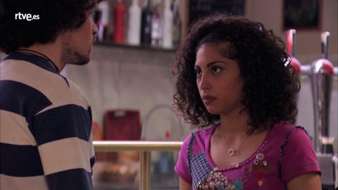 Salima cuenta su pasado a Eugenio
