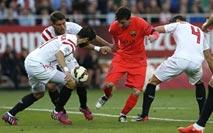 Ir al VideoEl Sevilla, con la defensa en cuadro