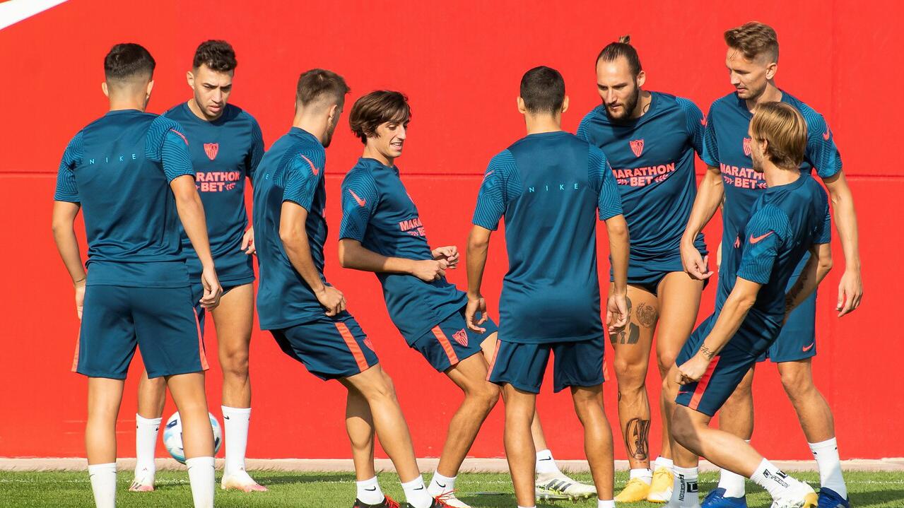 Ir al VideoEl Sevilla pone rumbo a Budapest para preparar la Supercopa