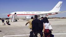 Ir al VideoLa sexta avería de un avión de las Fuerzas Armadas retrasa el viaje de Margallo a Bali