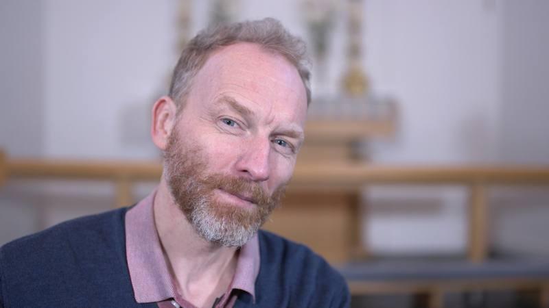 ¿Y si todo iría mejor si Dios fuera una mujer?, se pregunta Jón Kalmar Stefánsson
