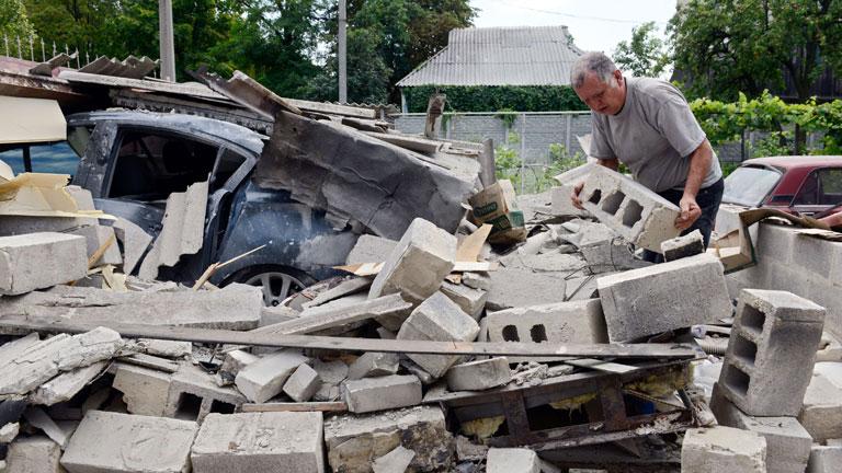 Siguen los combates entre el ejército ucraniano y los rebeldes prorrusos en Donetsk