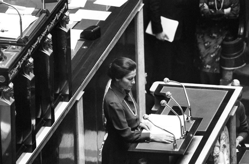 Simone Veil defiende el 26 de noviembre de 1974 la despenalización del aborto en la Asamblea Nacional de París.