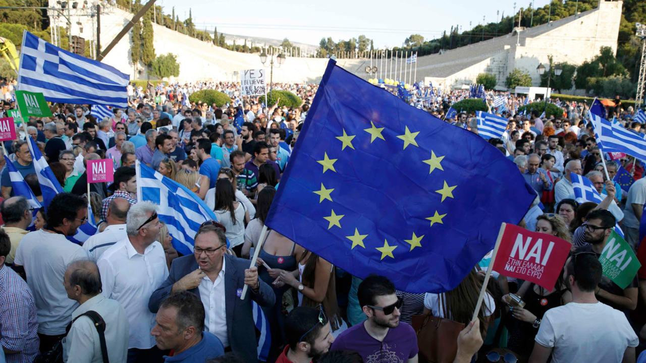 Los simpatizantes del 'sí' en el referéndum se concentran en el antiguo estadio olímpico de Atenas