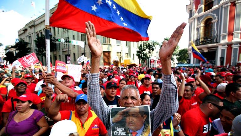 Gobierno y oposición cruzan acusaciones en Venezuela tras la gran marcha chavista