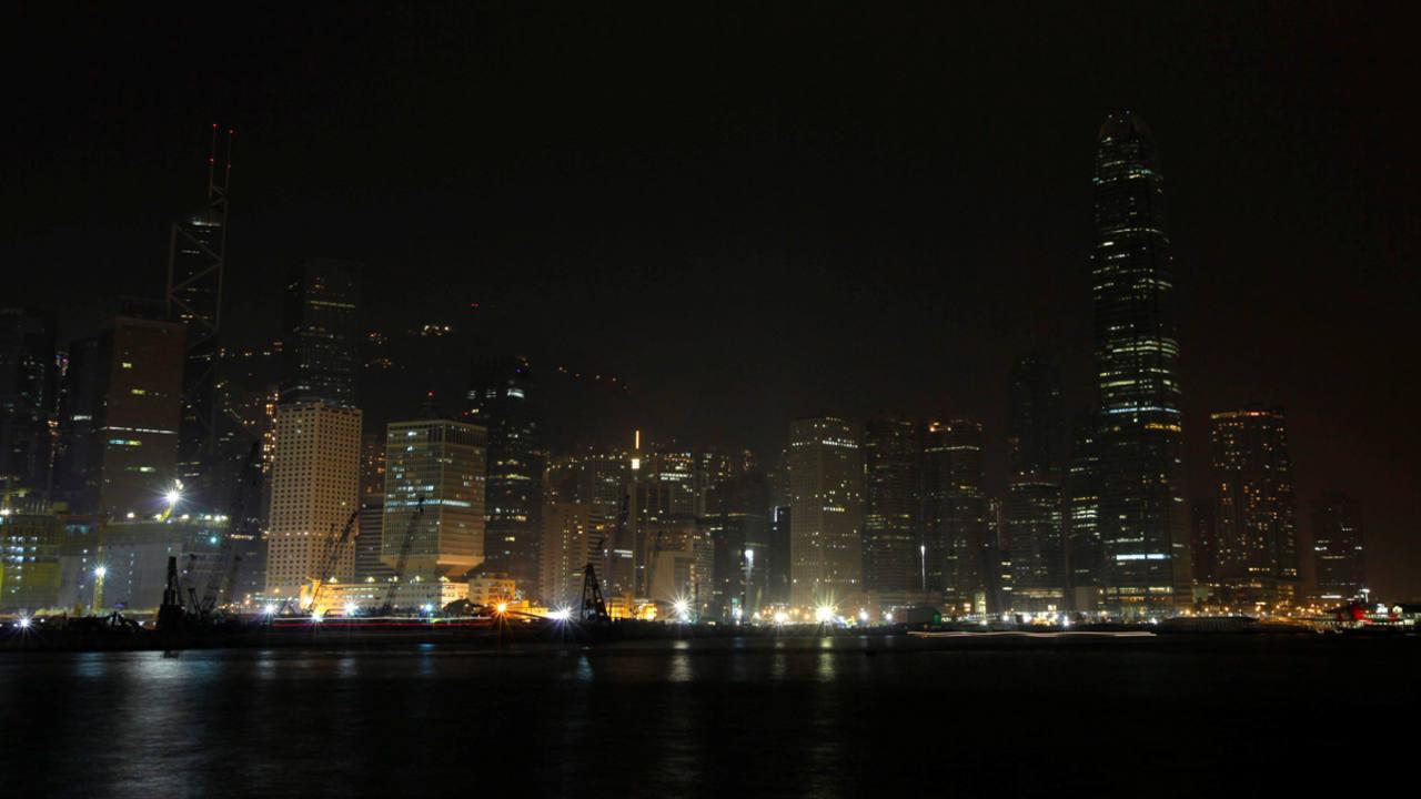 El 'skyline' de Hong Kong en 2014, durante La Hora del Planeta.