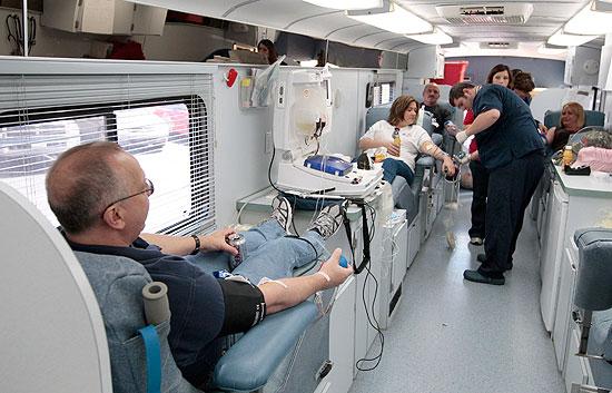 Sólo el 5% de los potenciales donantes españoles ofrecen su sangre